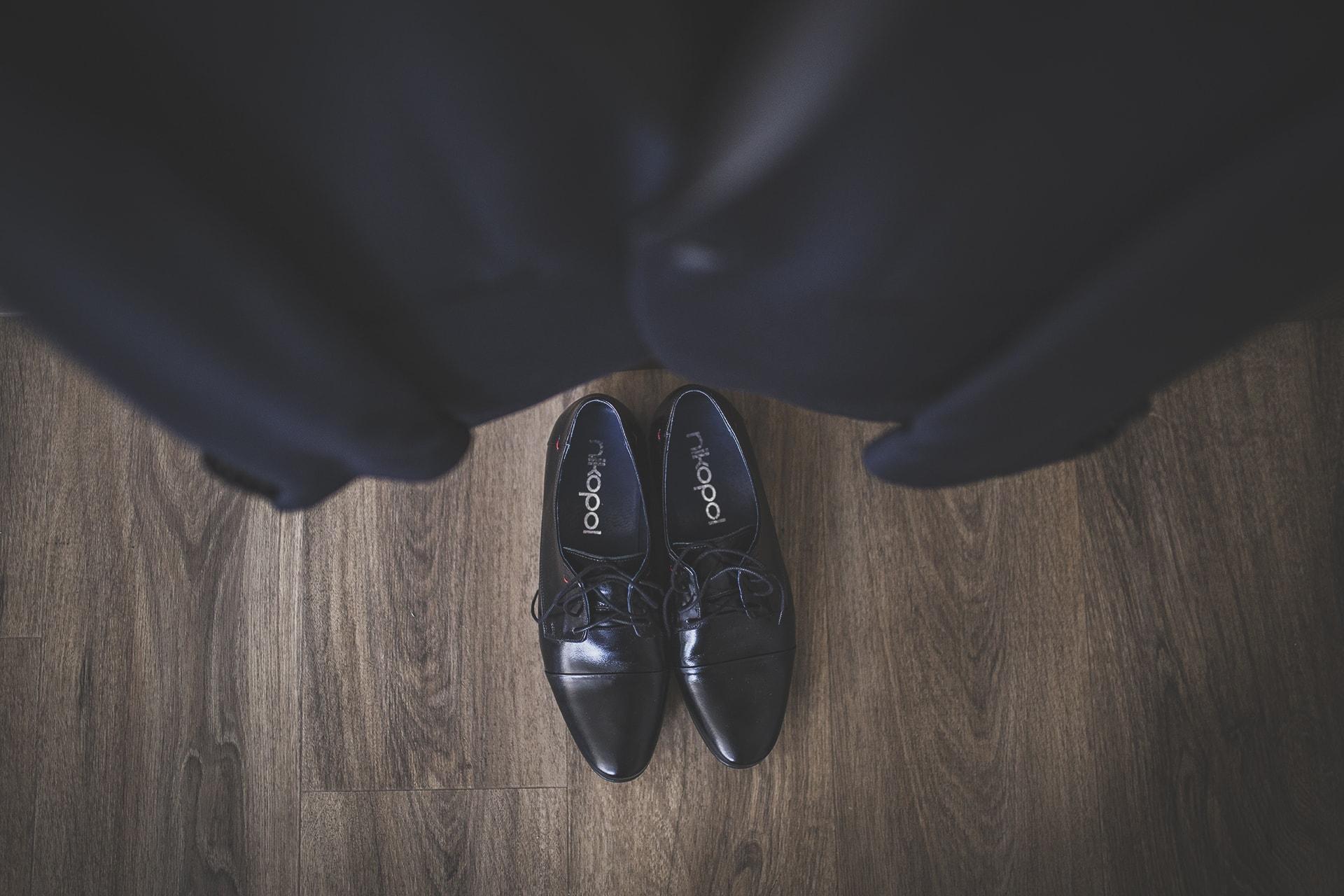 Reportaż ślubny - detal garnitur