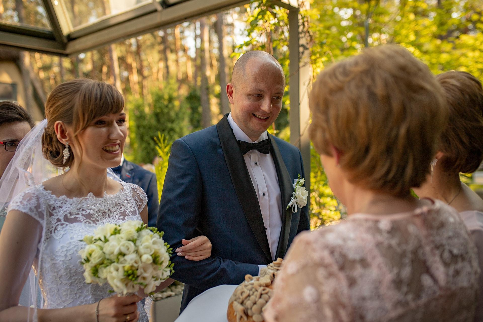 Przywitanie nowożeńców chlebem i solą