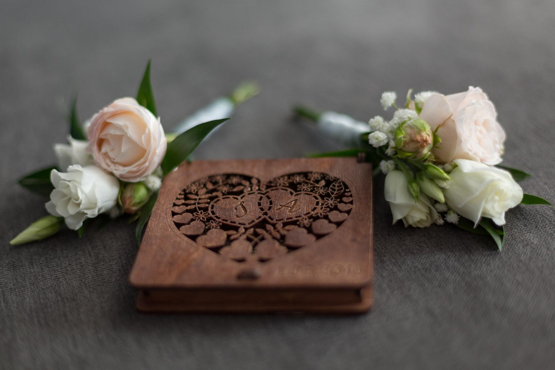 Piękne pudełko na obrączki