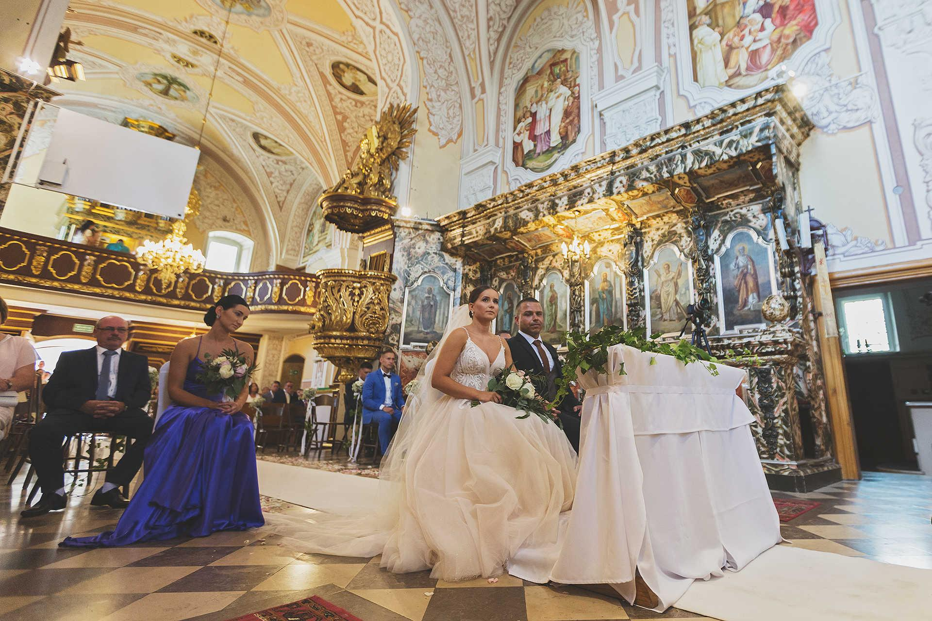 Ceremonia zaślubin - para młoda