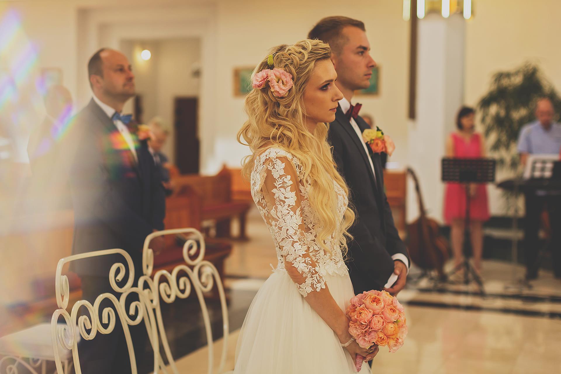 Pani Młoda przed ślubowaniem