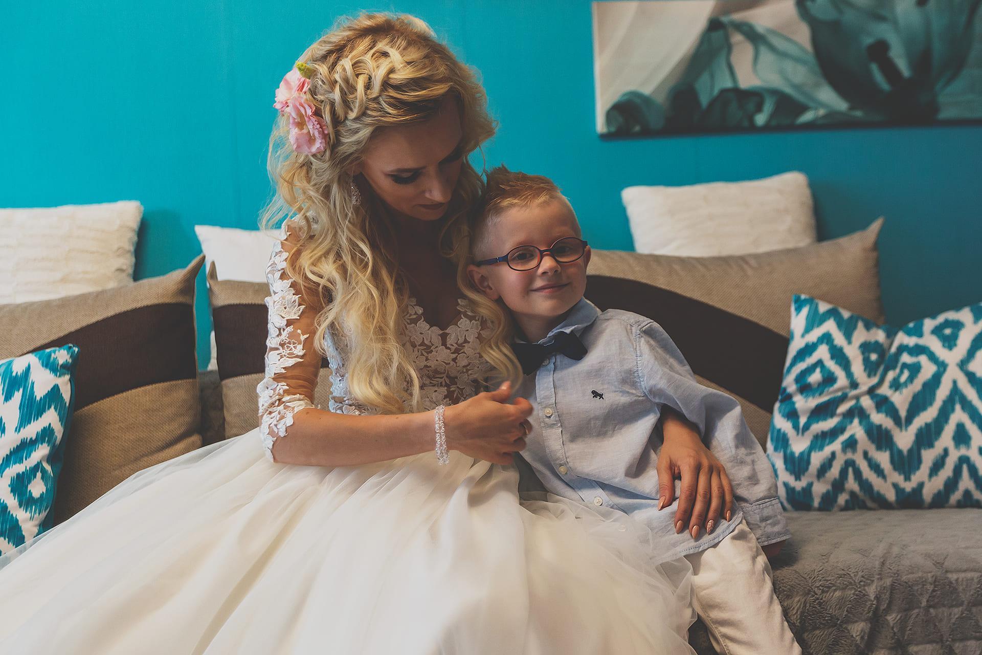 Przygotowania - Zdjęcie z synkiem przed ślubem
