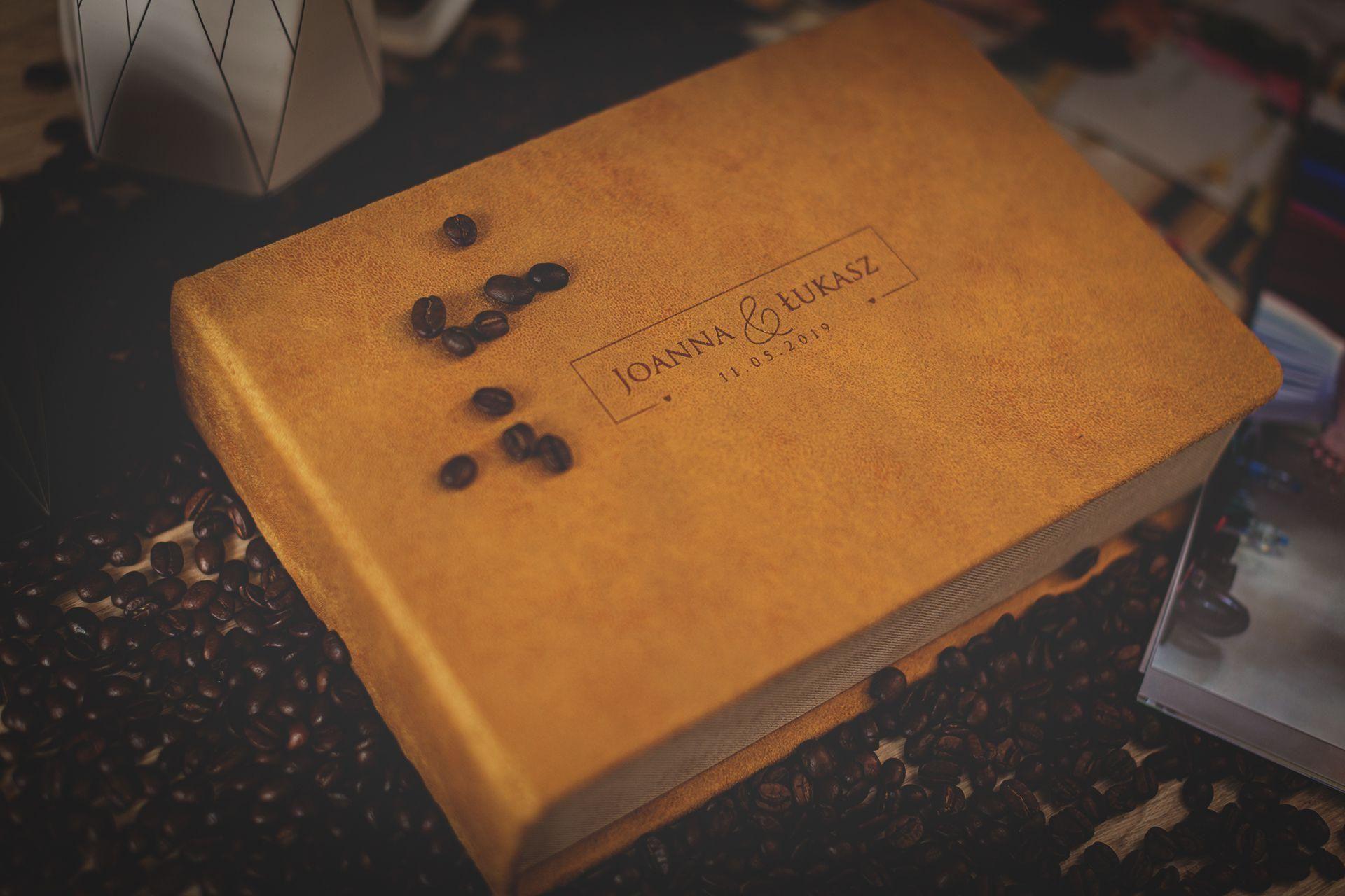 Pudełko z odbitkami ślubnymi