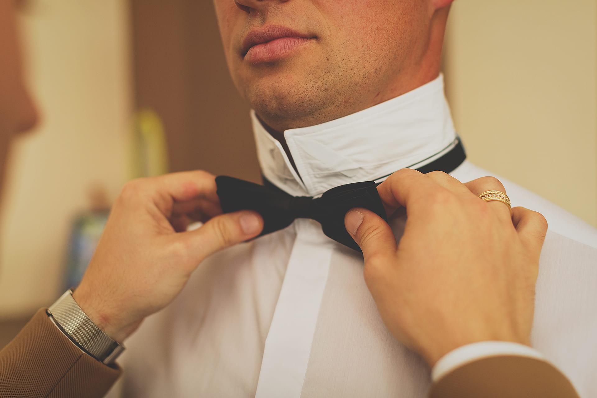Detal ślubny - Mucha pana młodego