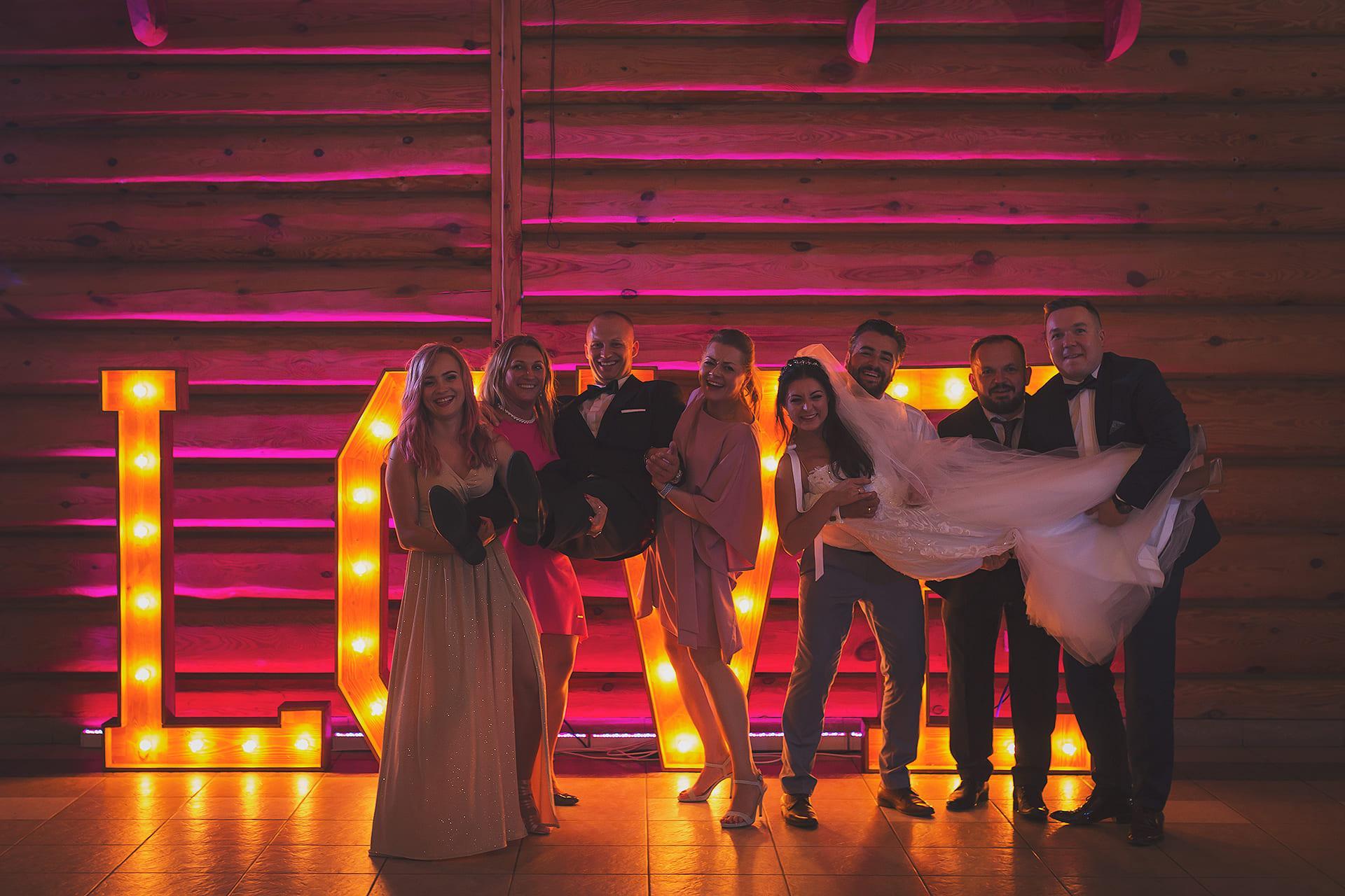 Zdjęcie grupowe przy love
