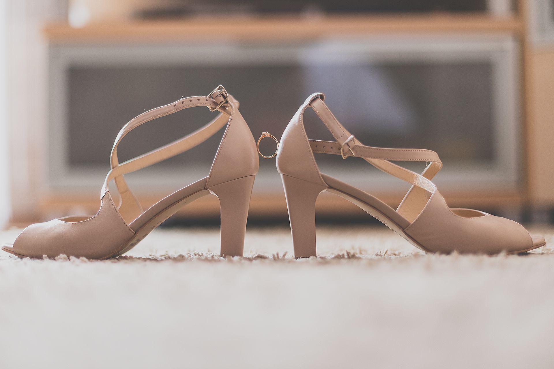 Detal buty ślubne