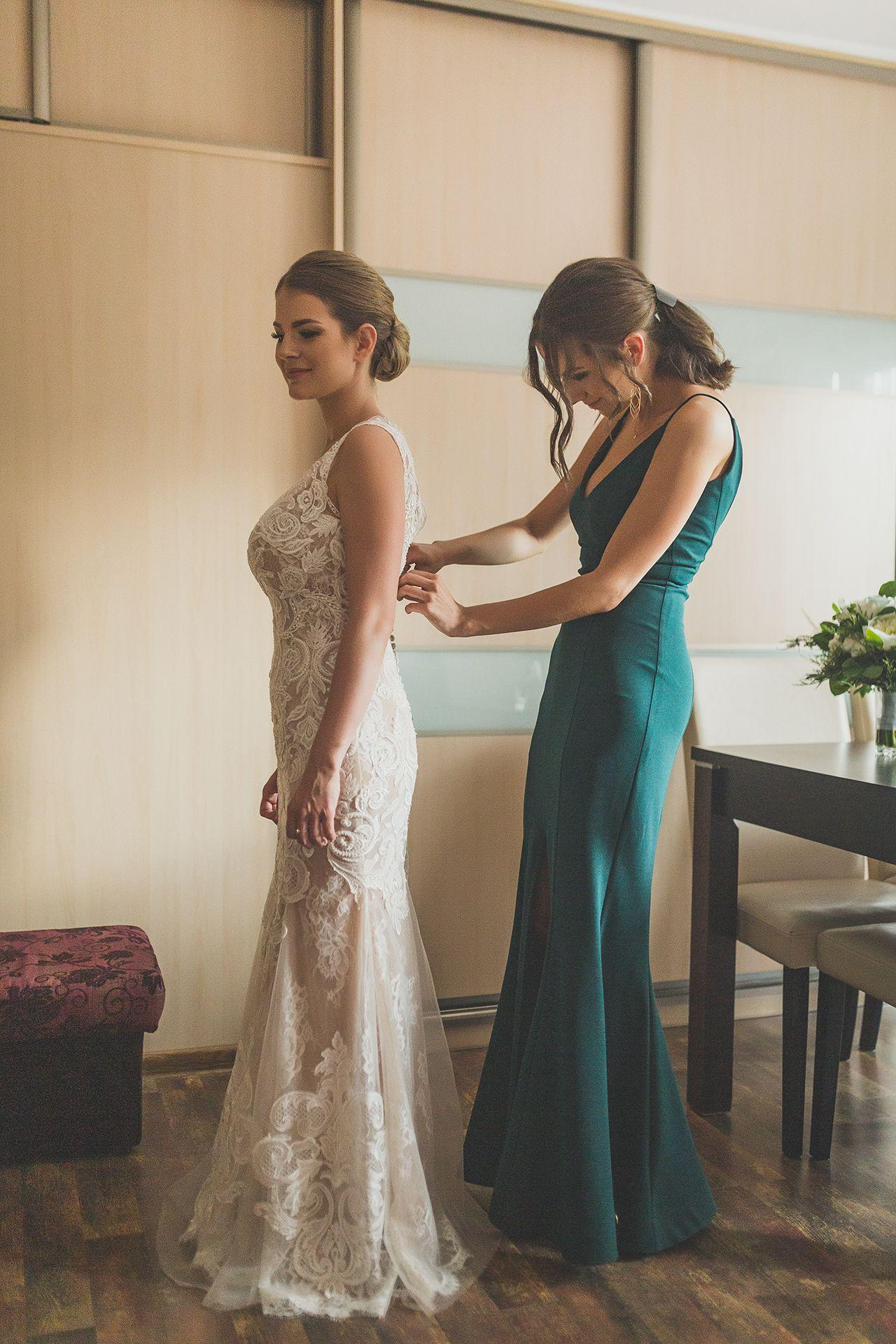 Reportaż - dopięcie sukni ślubnej