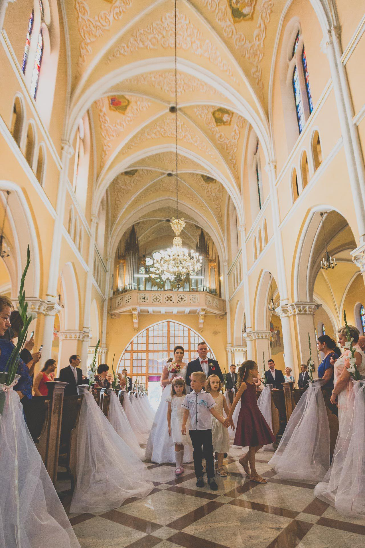 Wejście do kościoła - reportaż