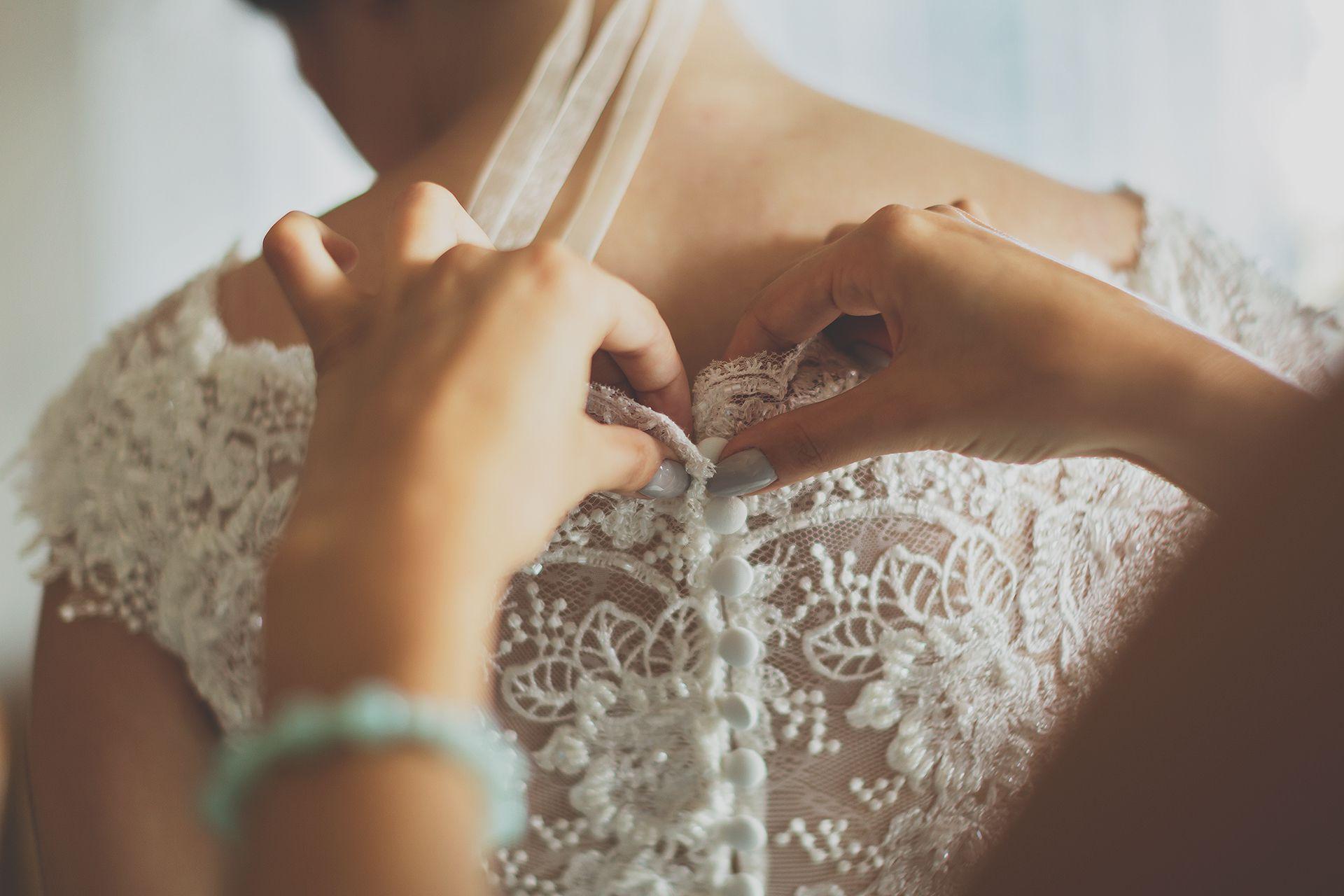 Suknia ślubna - guziczki na plecach