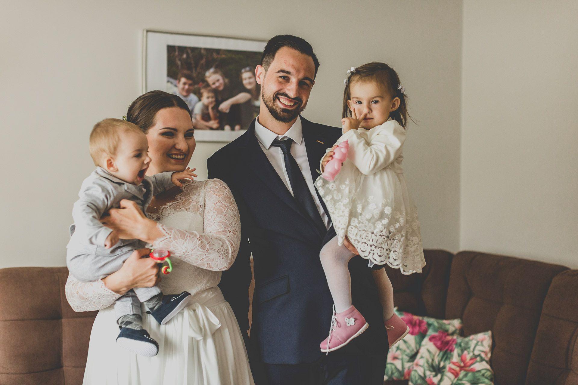 Portret ślubny z dziećmi