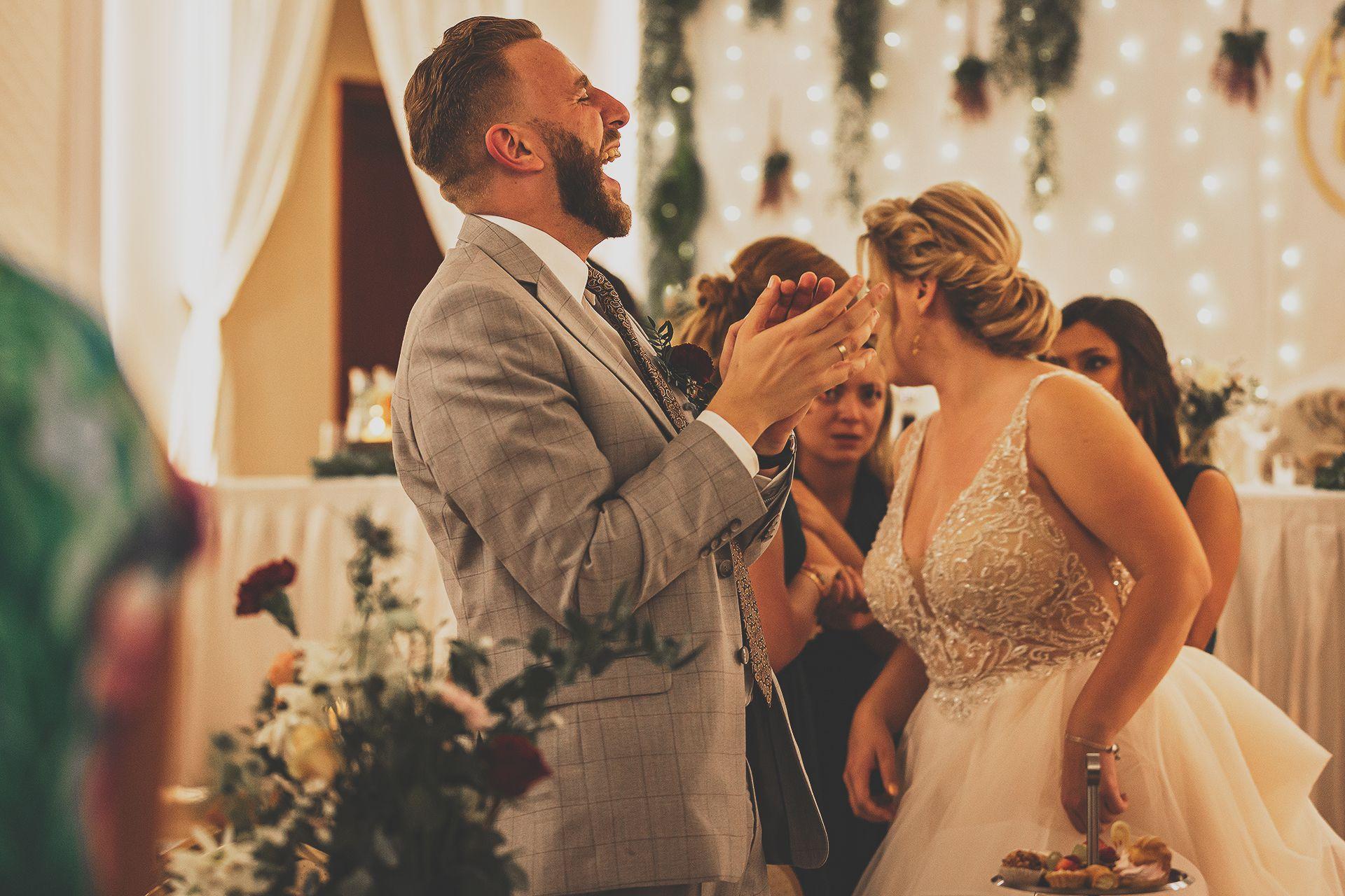 Pan młody na weselu