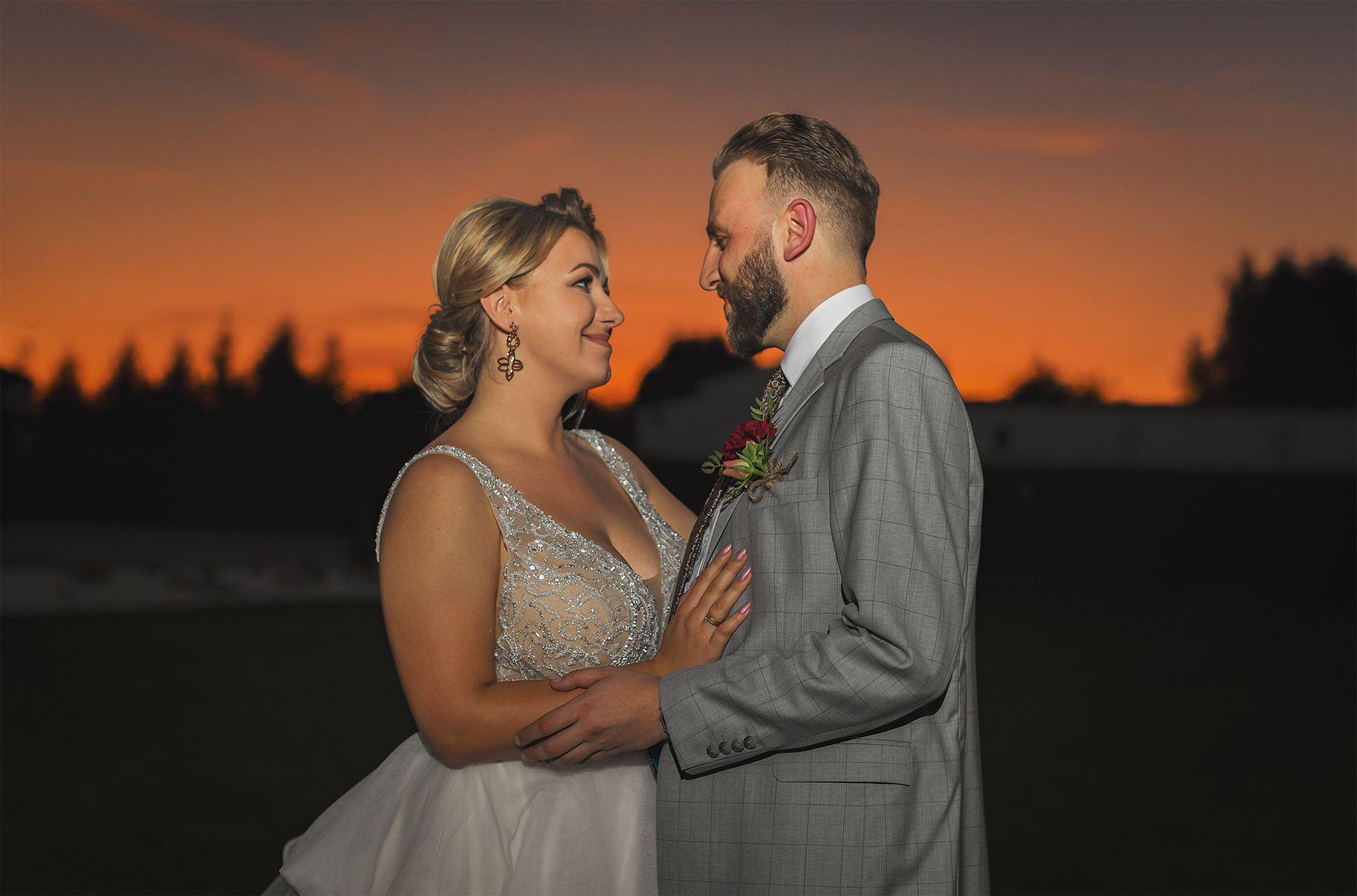 Zachód słońca na weselu
